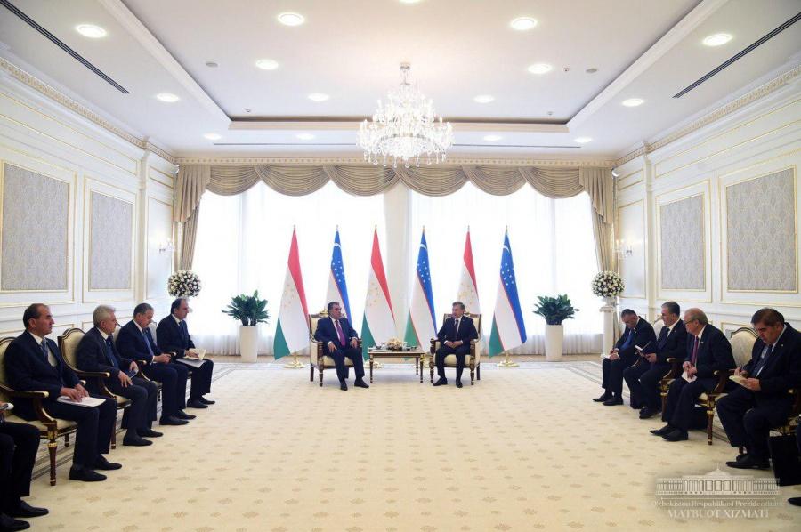 Presidents of Uzbekistan and Tajikistan held negotiations in a narrow format