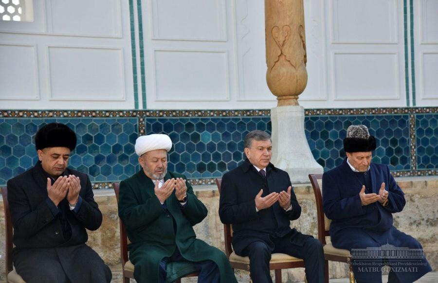 Shavkat Mirziyoyev visits the mausoleum of Bahauddin Naqshband